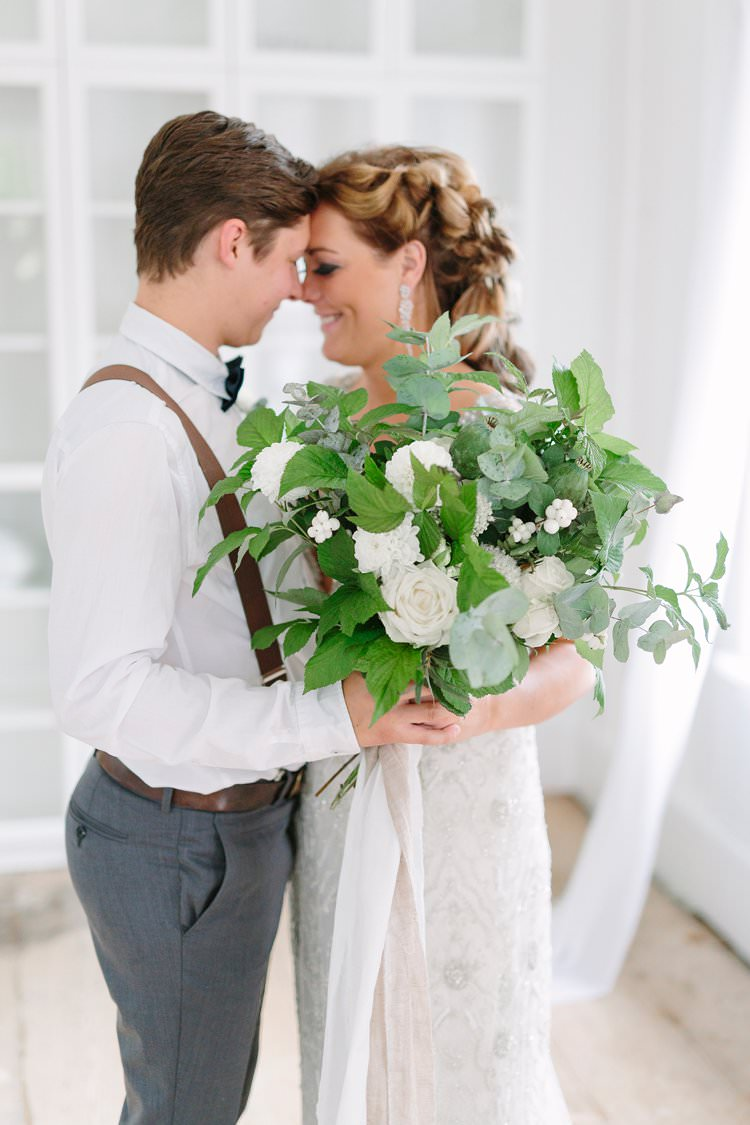 Bride Groom Kiss Earrings Braid Wild Large Bouquet White Green Foliage   Bohemian Luxe Greenery White Wedding Ideas Sweden http://www.lindapauline.se/