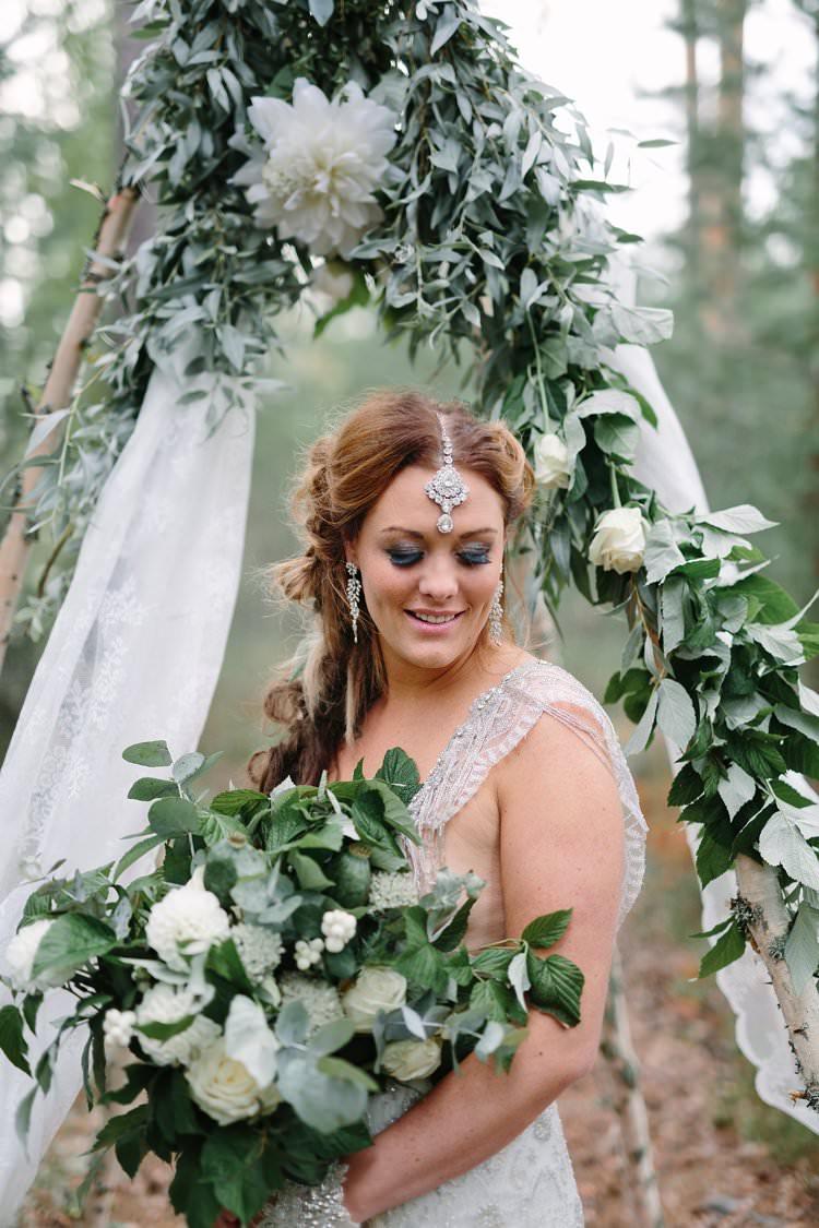Bride Bridal Headdress Accessory Jewellery Bohemian Luxe Greenery White Wedding Ideas Sweden http://www.lindapauline.se/
