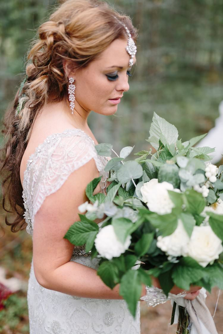 Bride Forest Wilderness Outdoor Boho Nature Headpiece White Green Foliage Bouquet | Bohemian Luxe Greenery White Wedding Ideas Sweden http://www.lindapauline.se/