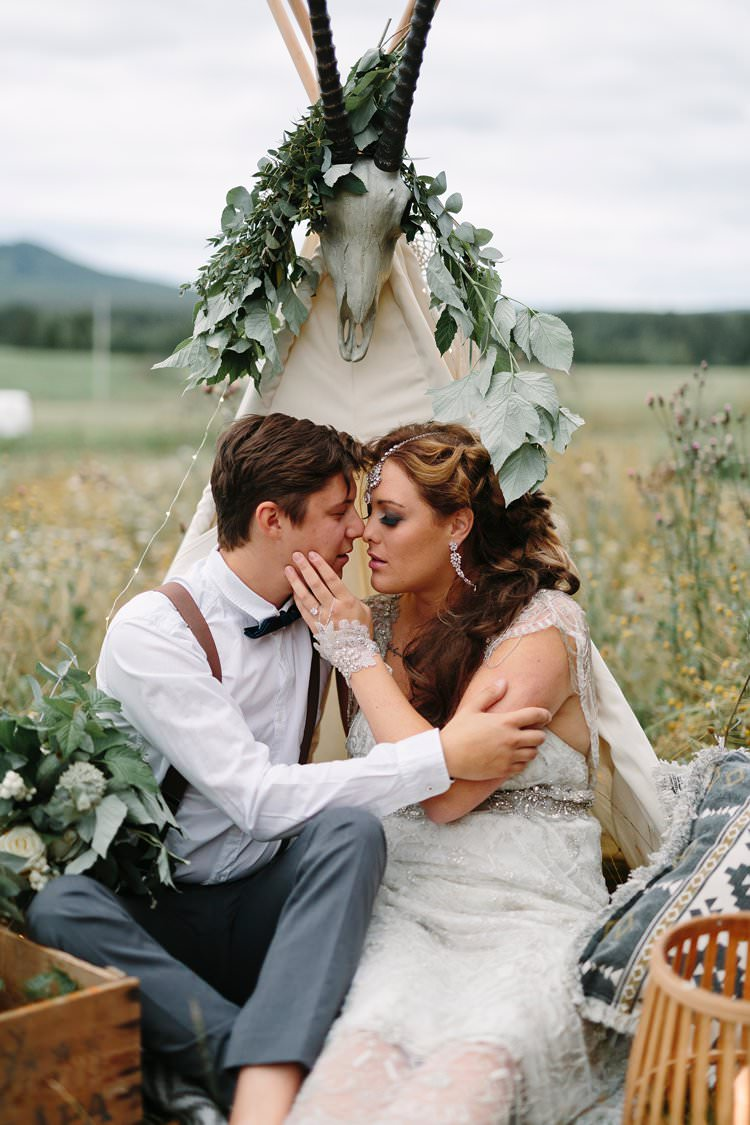 Bohemian Luxe Greenery White Wedding Ideas Sweden http://www.lindapauline.se/