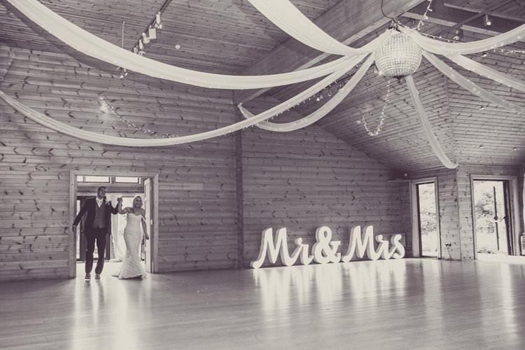 Greenery White Contemporary Wedding Styal Lodge Cheshire http://hayleybaxterphotography.com/
