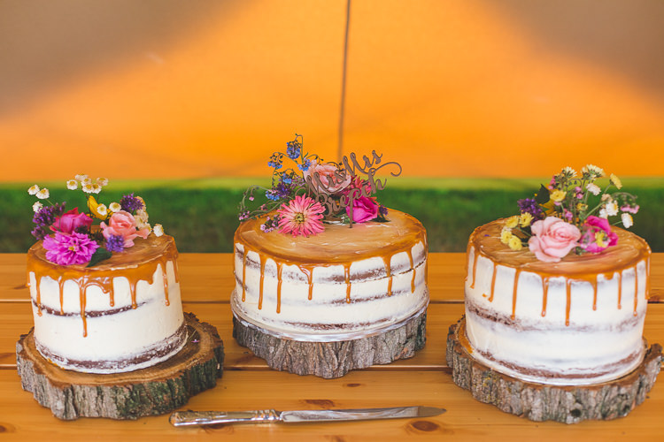 Cake Wood Slice Buttercream Drip Flowers Floral Colourful Outdoor Tipi Farm Wedding https://kirstymackenziephotography.co.uk/