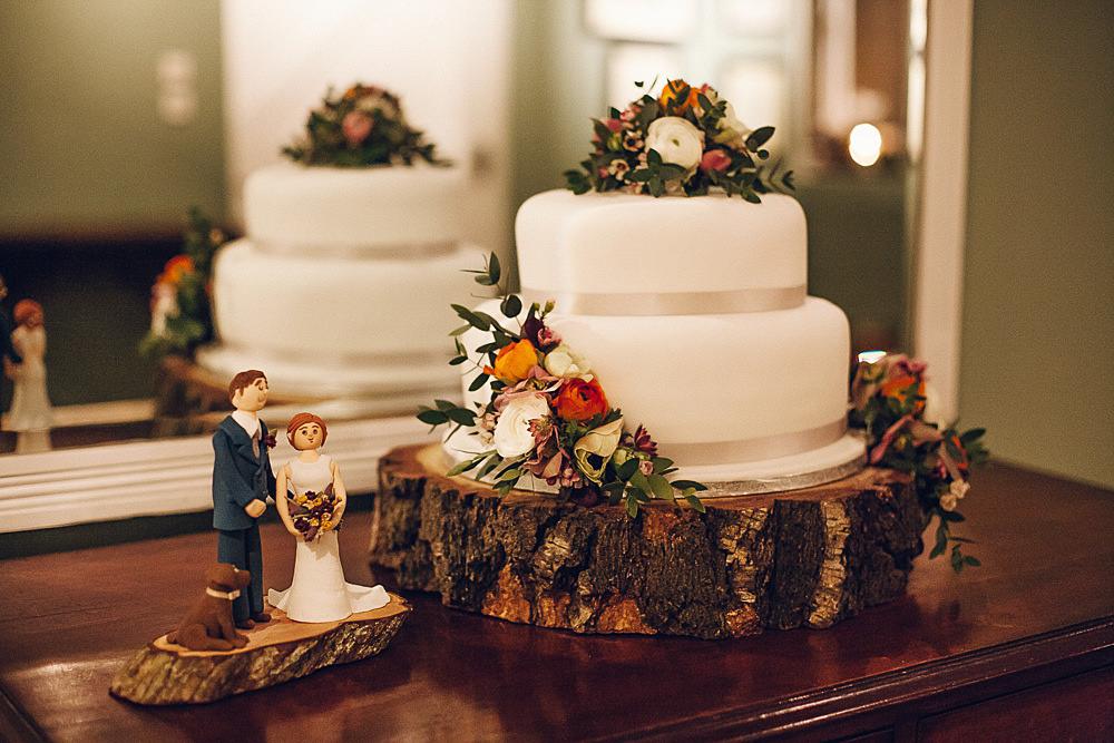 Cake Topper Flowers Florals Wood Slice Log Dog Merriscourt Barn Wedding Cotswolds Katie de Silva Photography