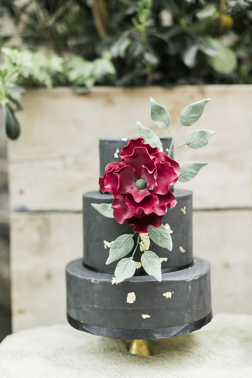 Black Red Cake Metallic Floral Greenery Burgundy Gold Wedding Ideas Sarah Porter Photography