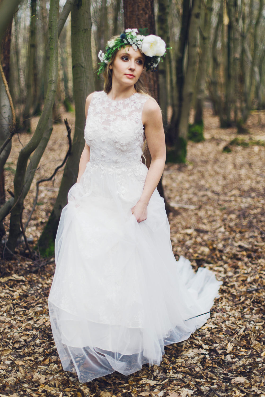 Make Up Natural Bride Bridal Hair Loose Long Waves Plaits Braids Flower Crown Nordic Woodland Elopement Wedding Ideas Nina Wernicke Photography