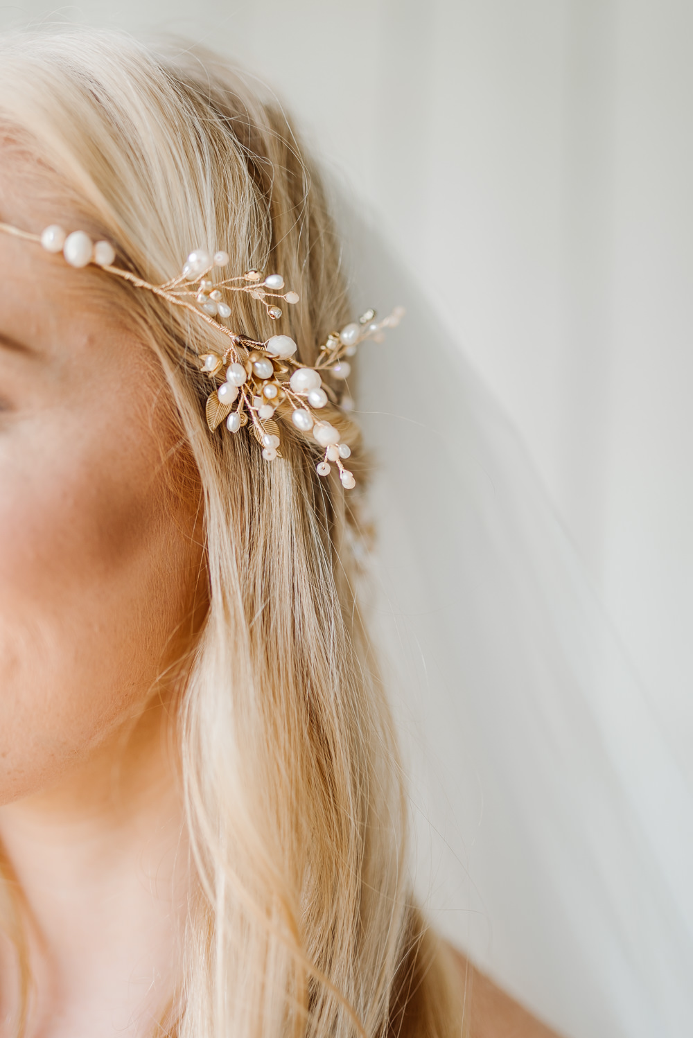 Haor Bride Bridal Accessory Gold Delicate Hairpiece Grey Violet Wedding Ideas Chloe Ely Photography