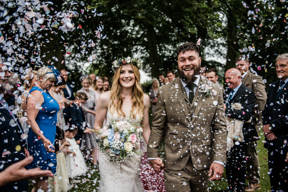 Confetti Throw Bride Groom Cleatham Hall Wedding Kazooieloki Photography