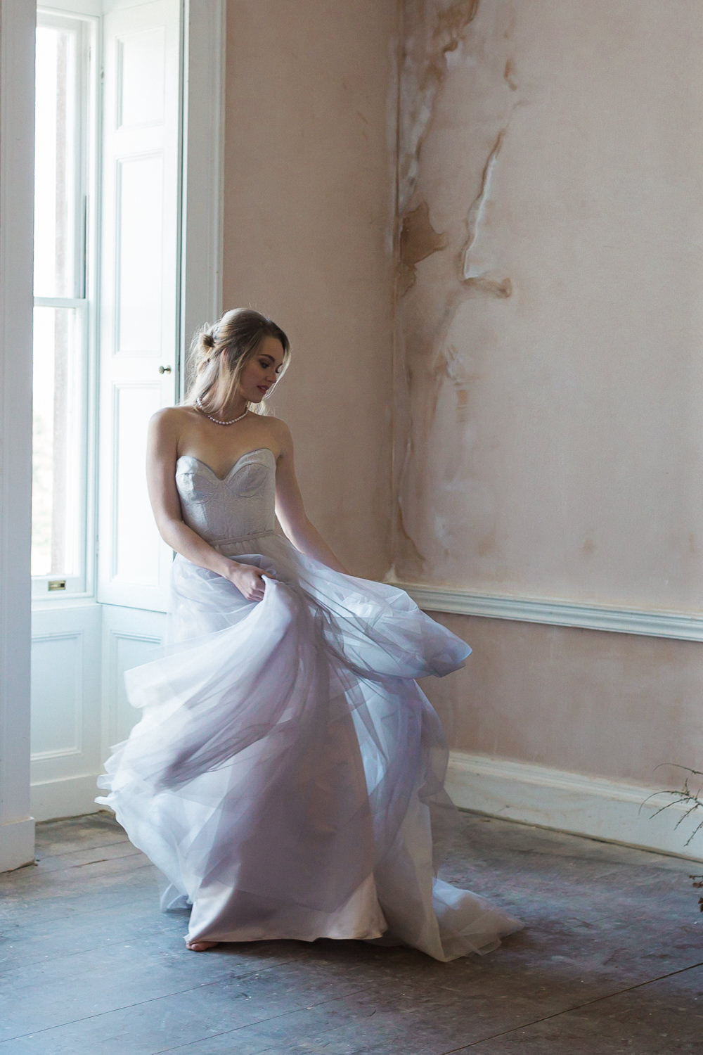 Modern Dance Ballet Inspired Editorial Fine Art Somerley House Dusty Pink Walls Bride Lilac Dress Naomi Neoh | Romantic Soft Wedding Ideas Siobhan H Photography