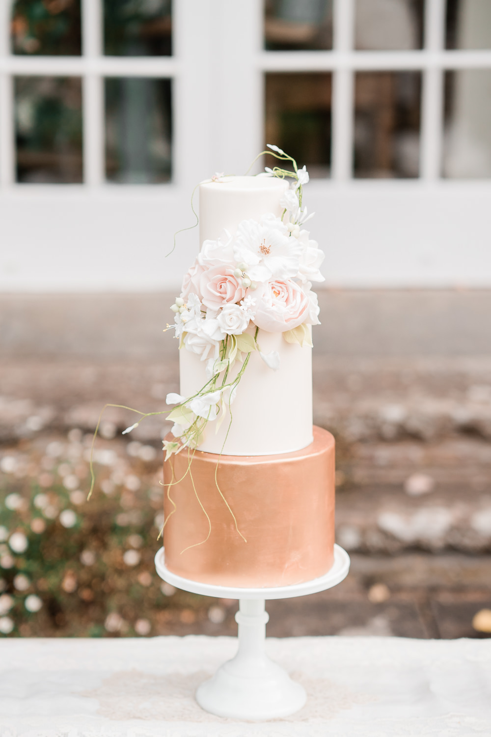 Metallic Cake Gold Copper Flowers Floral Pale Pink Golden Autumnal Wedding Ideas Joanna Briggs Photography