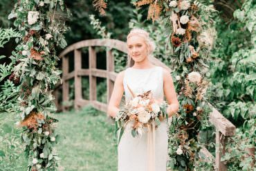 Golden Autumnal Wedding Ideas with Copper Decor & A Stunning Flower Arch
