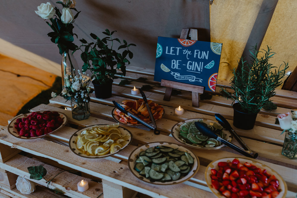 Gin Table Garnish Pallet Slice Hobbit Hill Wedding Stevie Jay Photography