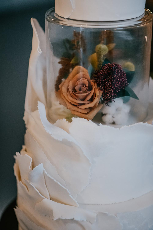 Cake Icing Flowers Glass Tier 1970 Retro Mid Century Wedding Ideas Laura Martha Photography