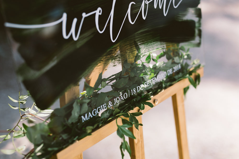 Brush Stroke Perspex Acrylic Sign Signage Welcome Calligraphy Botanical Dark Green Velvet Pampas Grass Wedding Ideas Bárbara Araújo Photography