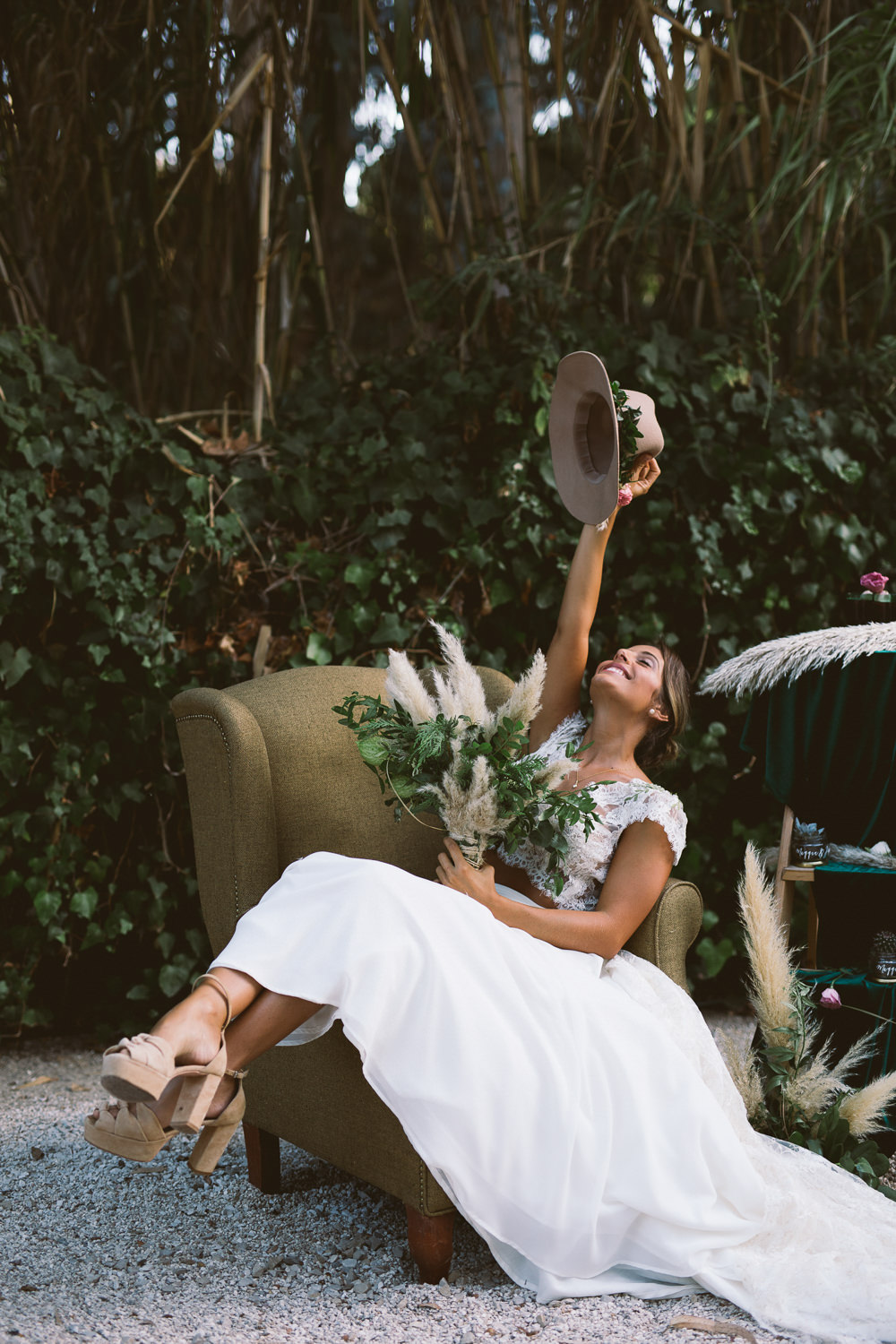 Bride Bridal Fedora Hat Accessory Greenery Foliage Floral Flowers Botanical Dark Green Velvet Pampas Grass Wedding Ideas Bárbara Araújo Photography