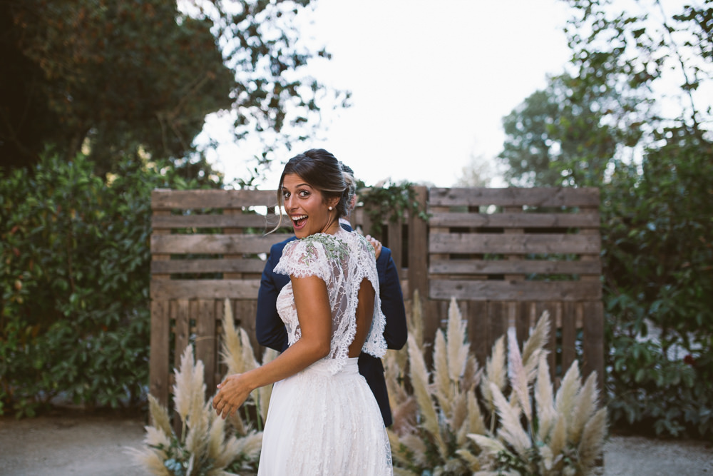 First Look Botanical Dark Green Velvet Pampas Grass Wedding Ideas Bárbara Araújo Photography