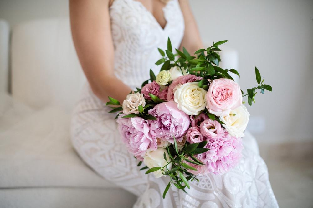 Bride Bridal Bouquet Flowers Pink Rose Peony Cream Los Cabos Wedding Anna Gomes Photo