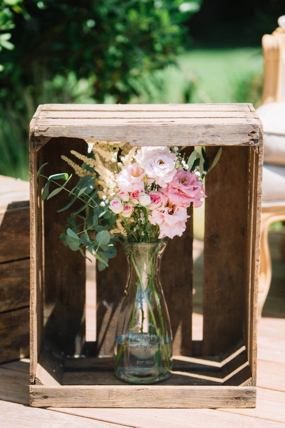 Apple Crate Floral Display Pink Flowers Saint Tropez Wedding Sophie Boulet Photographe