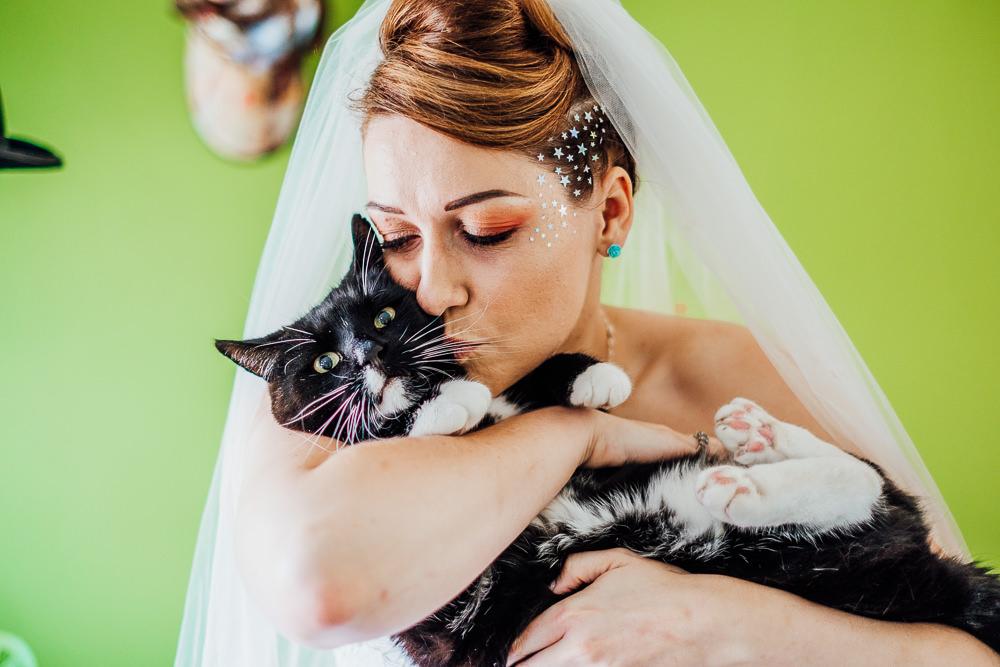 Bride Bridal Cat Pet Make Up Glitter Stars Big Top Wedding Anna Pumer Photography