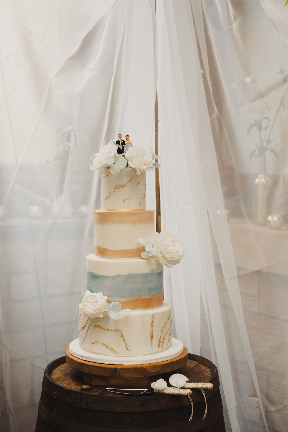Tall Cake Gold Flowers Cambo Estate Wedding Anna Urban Wedding Photography