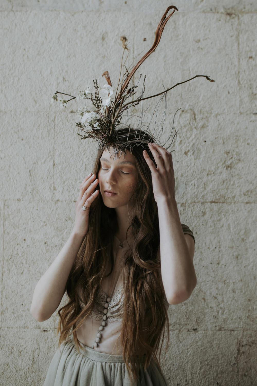 Bride Bridal Flower Crown Wire Branch Accessory Cave Wedding Ideas Vanessa Illi Photographer