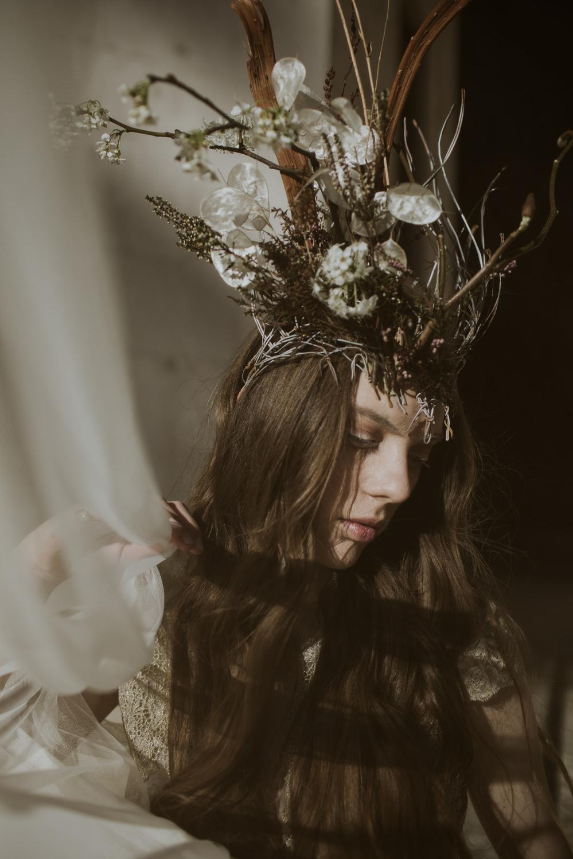 Bride Bridal Hair Long Waves Curls Cave Wedding Ideas Vanessa Illi Photographer