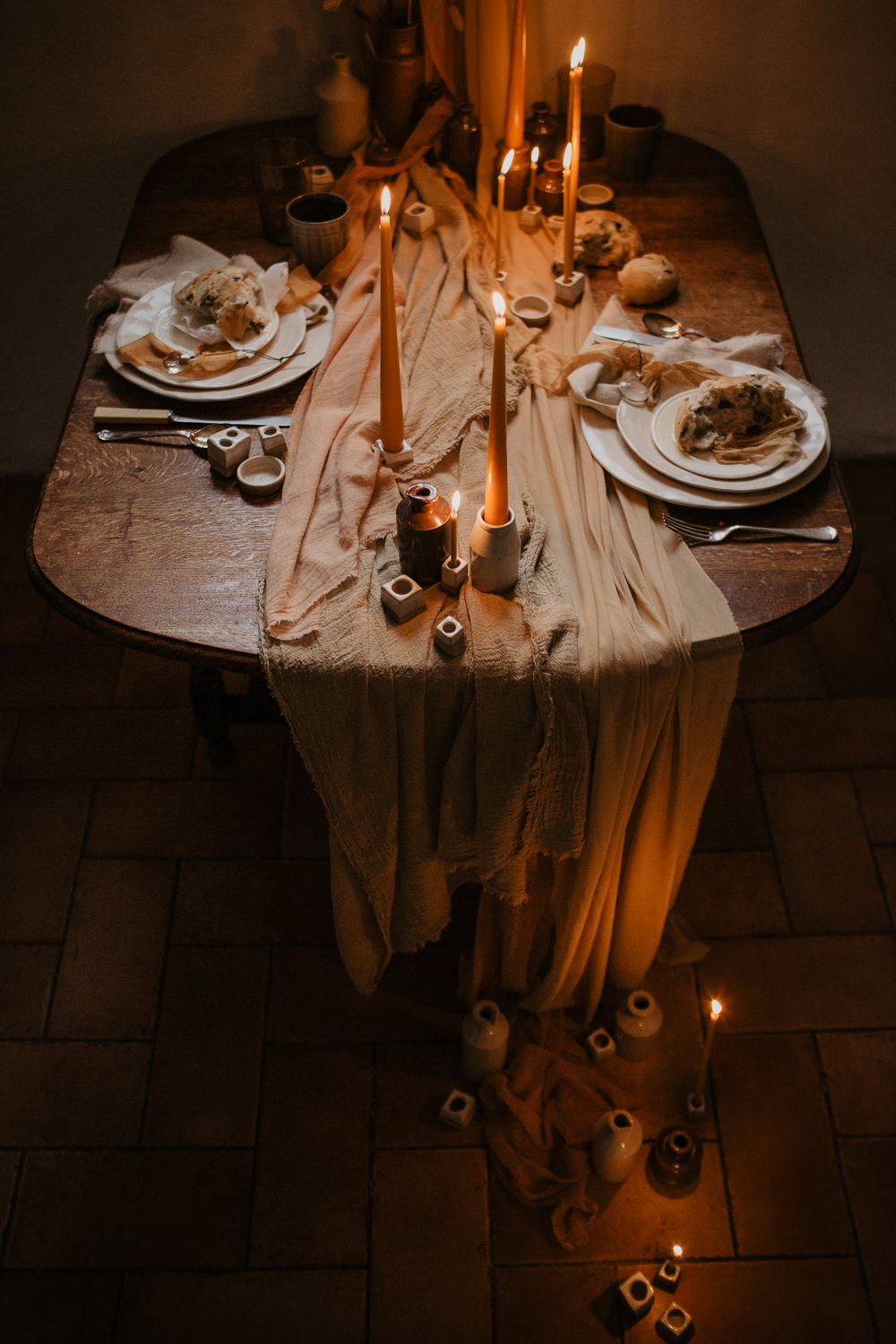 Table Tablescape Decor Decoration Candles Dried Flowers Grasses Sweetheart Table Earthenware Table Linen Silk Earthy Autumn Fall Elopement Wedding Ideas Oilvejoy Photography