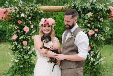 Natural Sustainable & Very Pretty Outdoor Wedding Ideas with Cute Pets