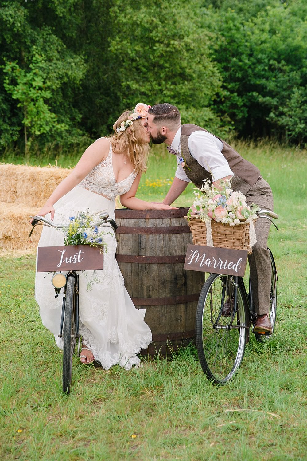 Bicycle Transport Pet Wedding Ideas Vicky Plum Photography