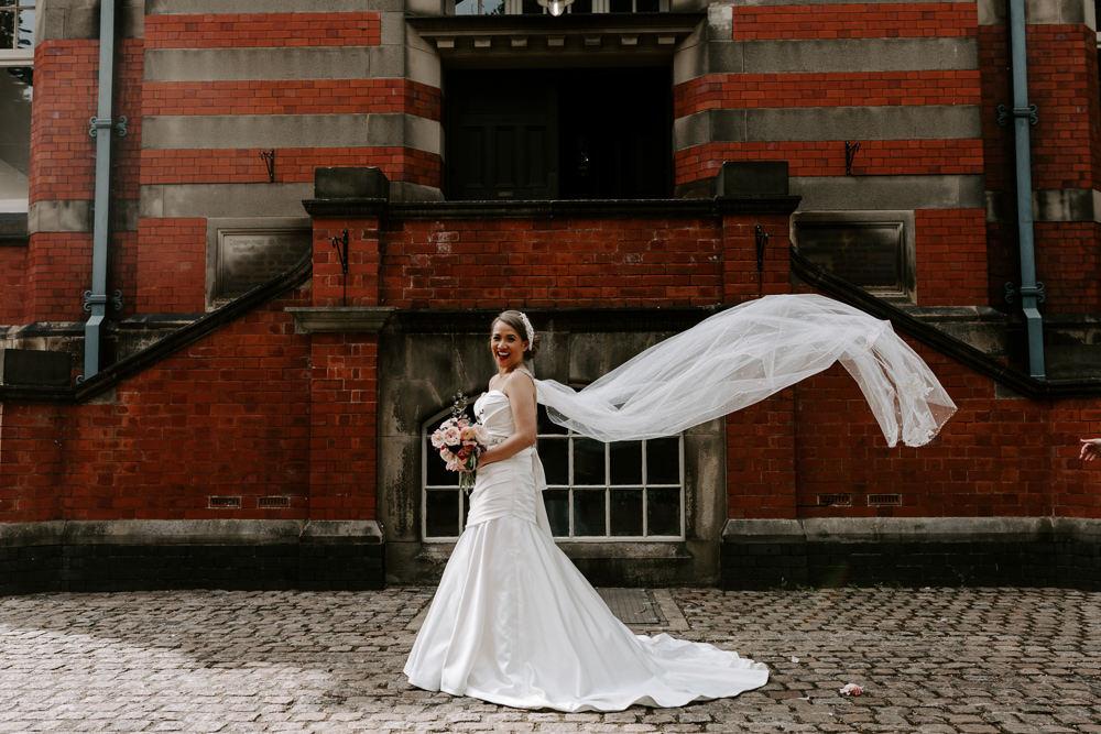 Bride Bridal Sweetheart Neckline Pearl Headpiece Veil Pumping House Wedding Jo Greenfield Photographer