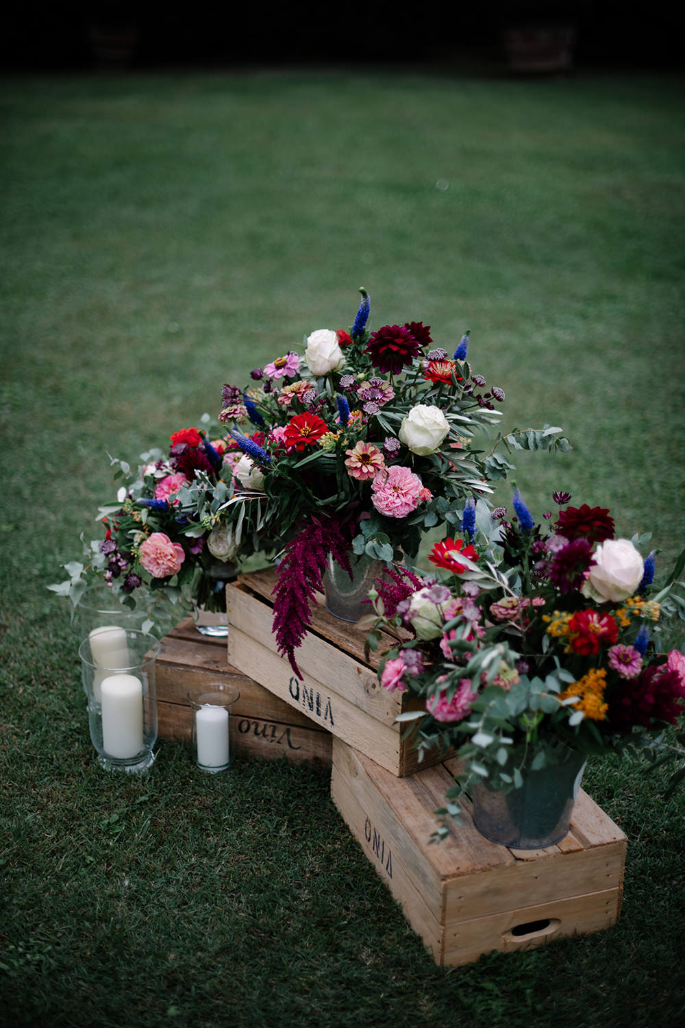 Flower Flowers Arrangement Candles Pink Roses Eucalyptus Dahlia Crates Wooden Tuscany Wedding Lelia Scarfiotti
