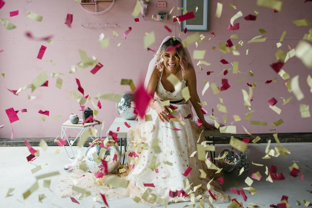 Confetti Giraffe Shed Wedding When Charlie Met Hannah