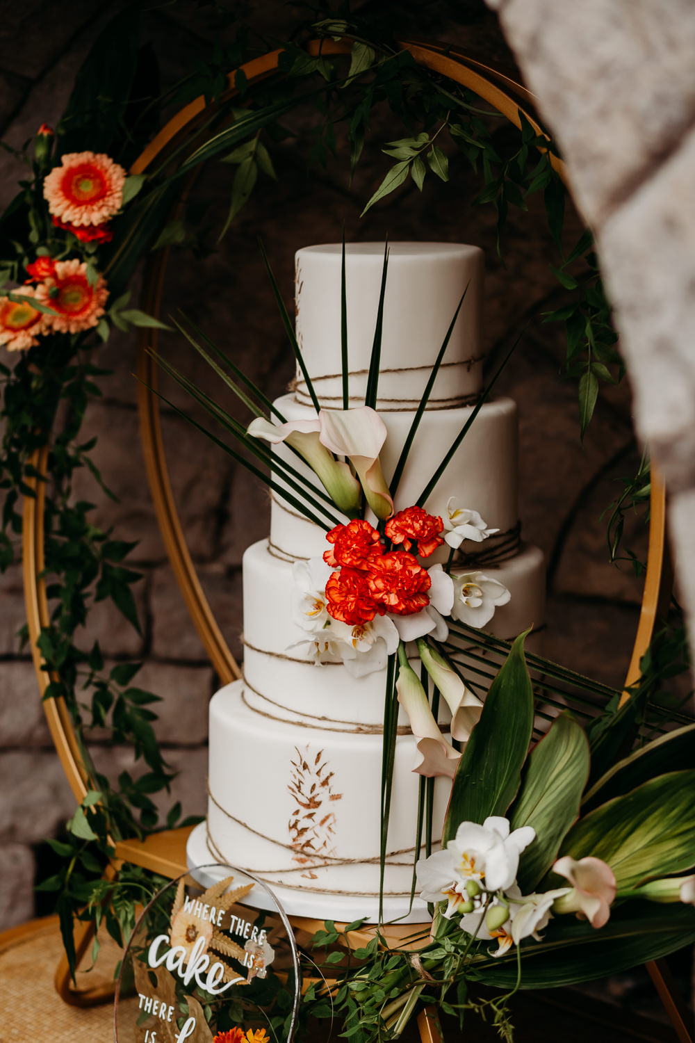 Cake Leaves Twine Pineapples Hoop Tropical Wedding Ideas When Charlie Met Hannah
