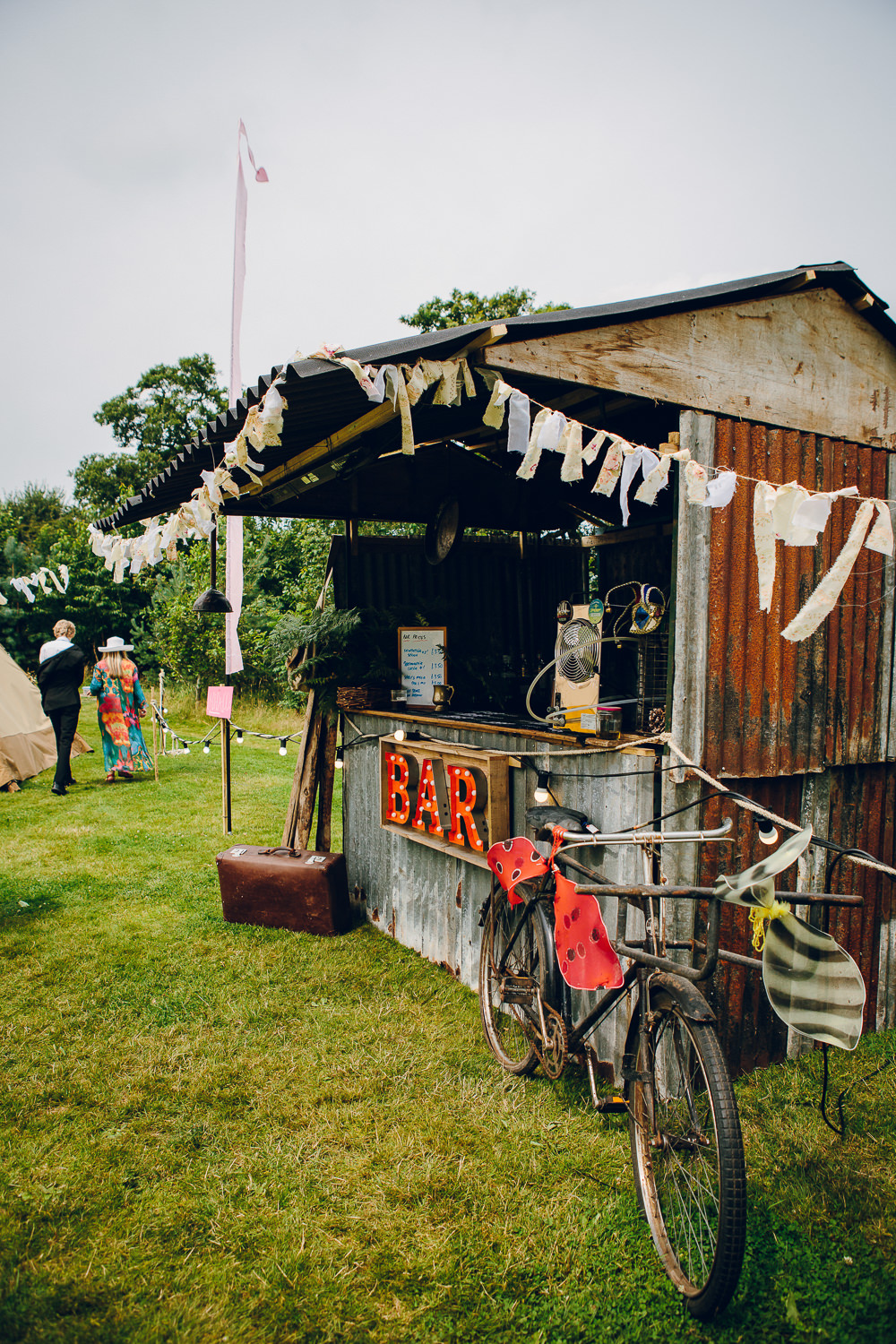 Drinks Shed Stand Station Bar Alderford Lake Wedding Amy B Photography