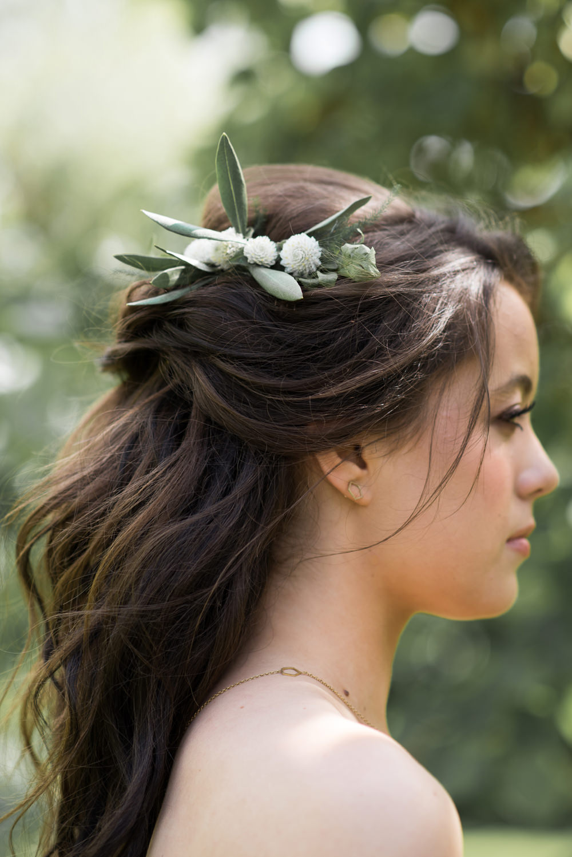 Flowers Bride Bridal Hair Loose Waves Half Up Half Down Minimalist Wedding Ideas Nicola Belson Photography