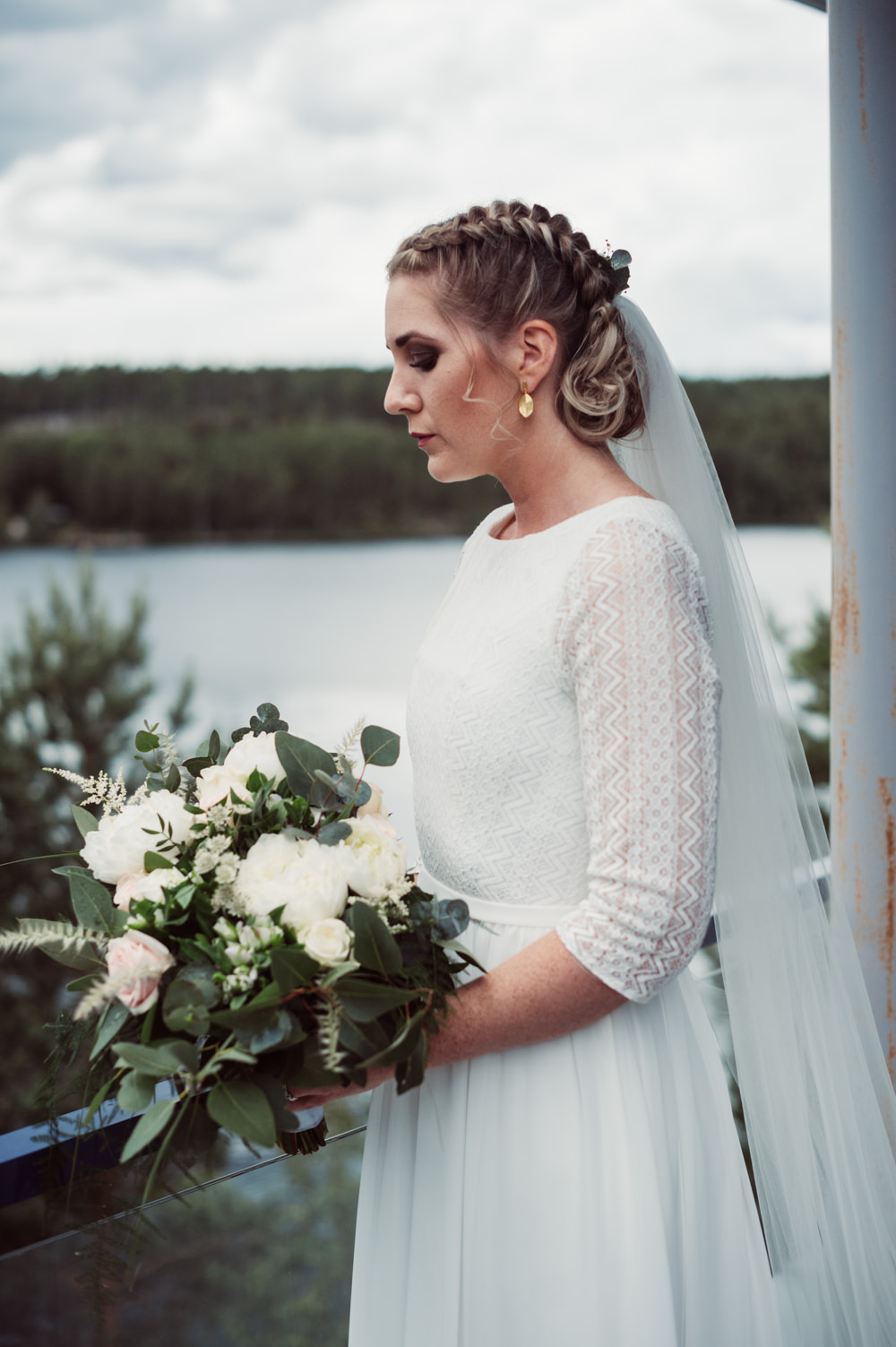 Bouquet Flowers Bride Bridal Bridesmaids Greenery Foliage Rose Peony Norway Wedding Maximilian Photography