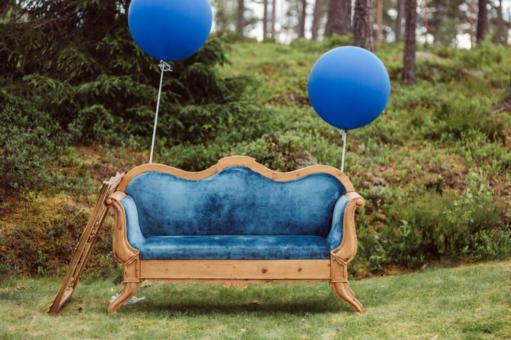 Vintage Sofa Balloons Blue Norway Wedding Maximilian Photography