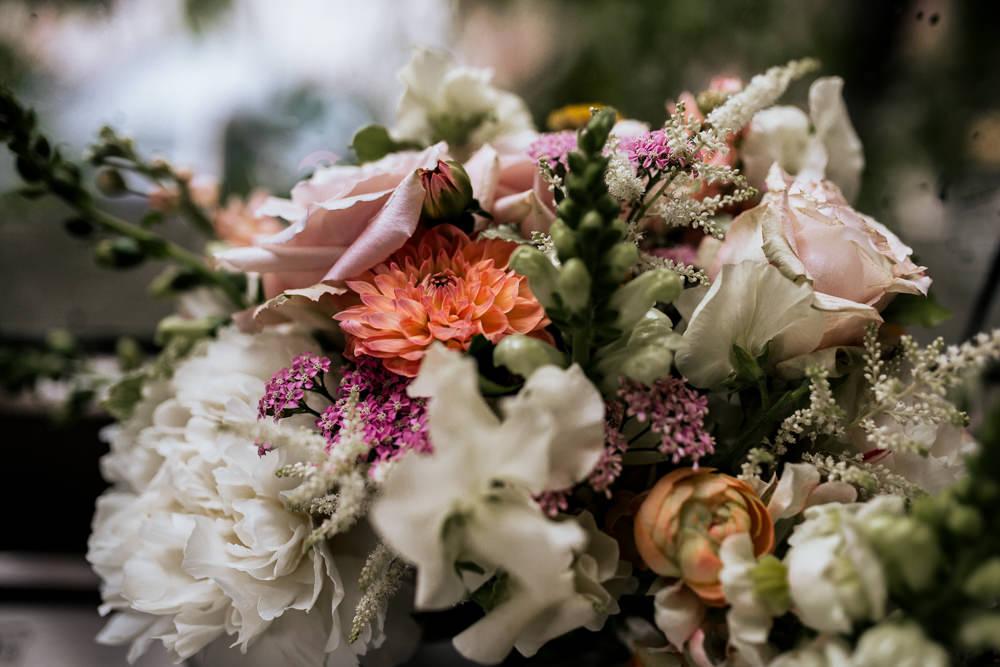 Bouquet Flowers Bride Bridal White Peach Peony Daliah Rose Blush Pink Wedding Ideas Meghan Lorna
