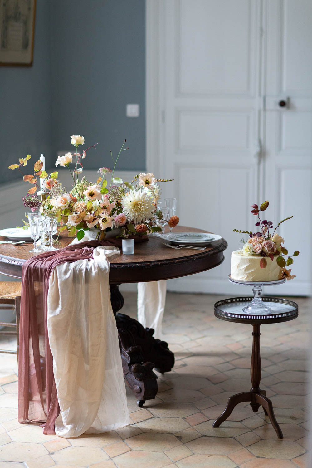 Sweetheart Table Flowers Silk Runners Château Elopement France Maru Photography