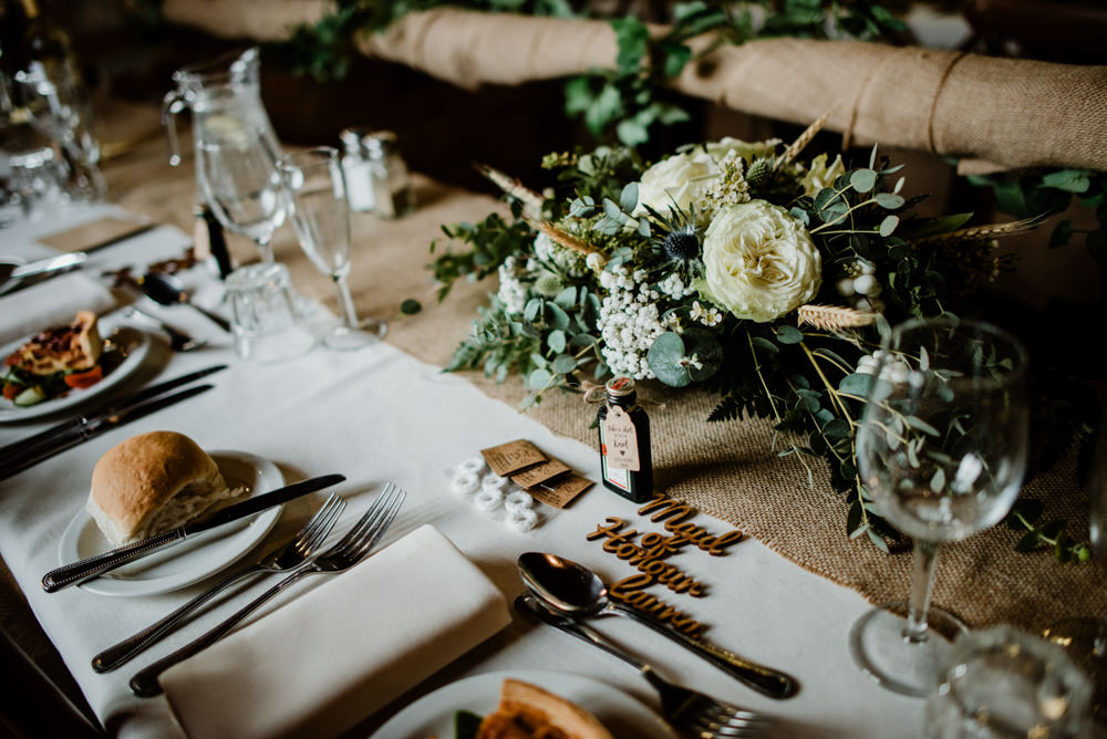 Table Decor Hessian Burlap Flowers Fun Barn Wedding Kazooieloki Photography
