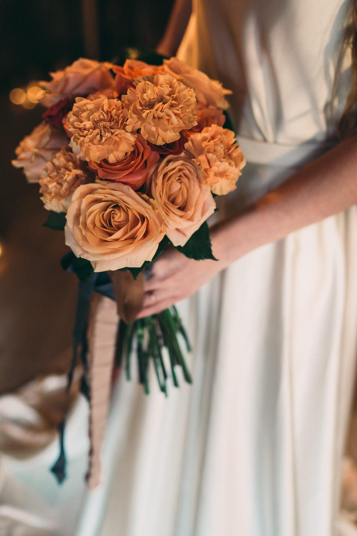 Bouquet Flowers Bride Bridal Rose Peach Apricot Balloon Wedding Ideas Leesha Williams Photography