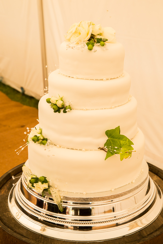 Iced Cake White Flowers Floral Fullerton Estate Wedding Hannah Larkin Photography