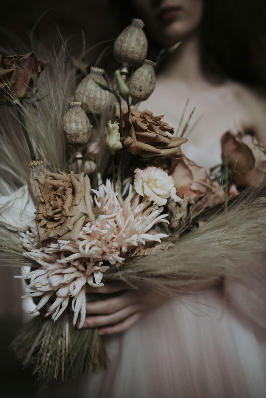 Bouquet Flowers Bride Bridal Pampas Grass Rose Poppy Seed Heads Italy Elopement Ideas Gradisca Portento Fotografica
