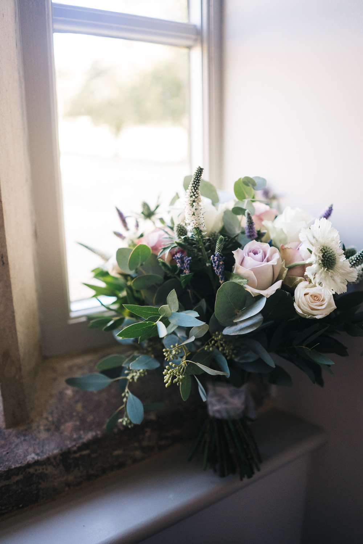 Bouquet Flowers Bride Bridal Rose Castle View Wedding Sally T Photography
